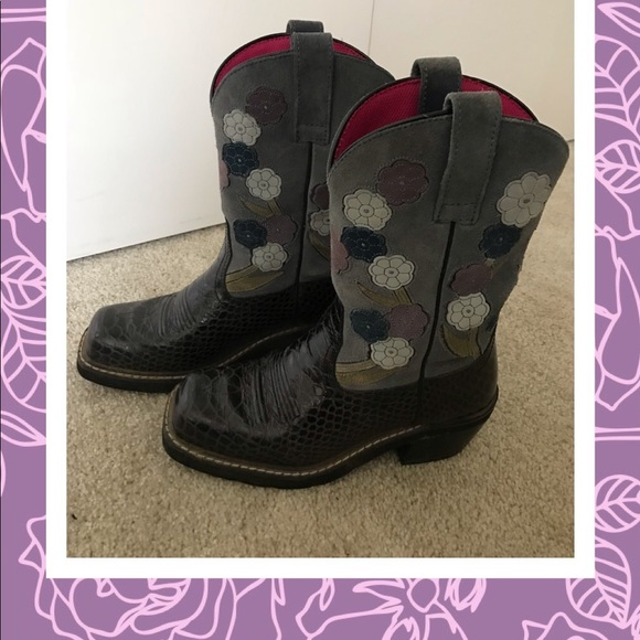 Ariat Shoes - Ariat flower boots